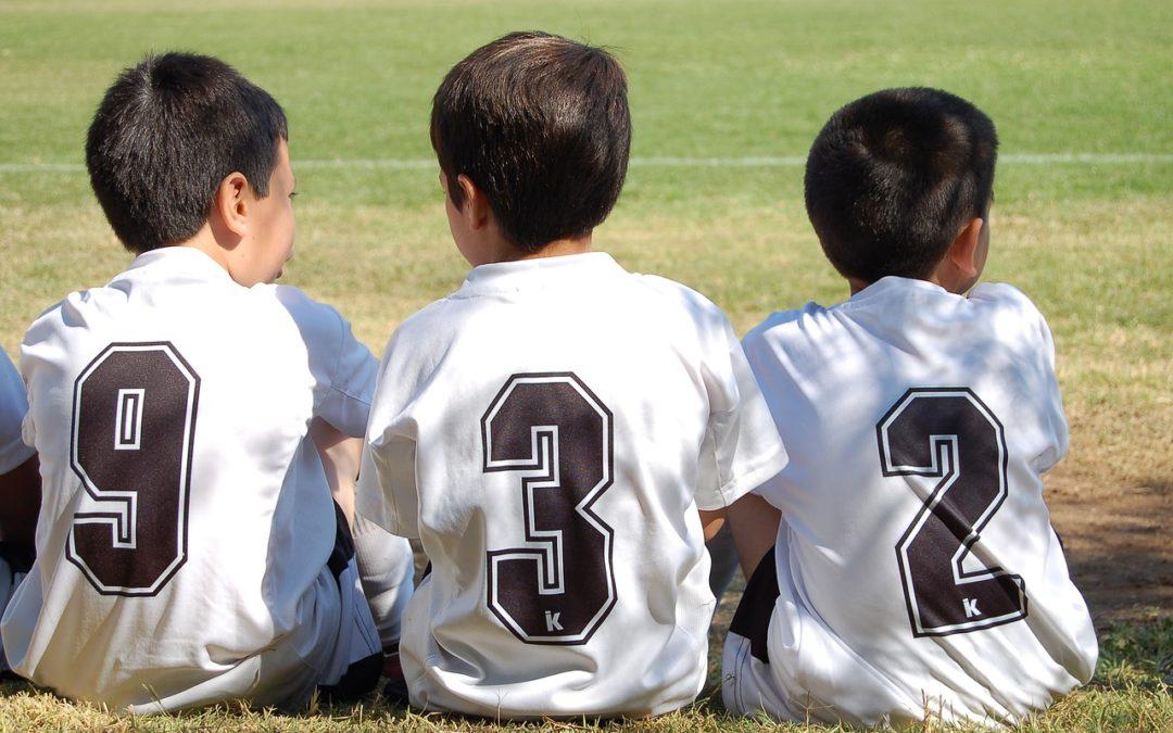 Foto Kinder bei eine Pause im Fußballtraining