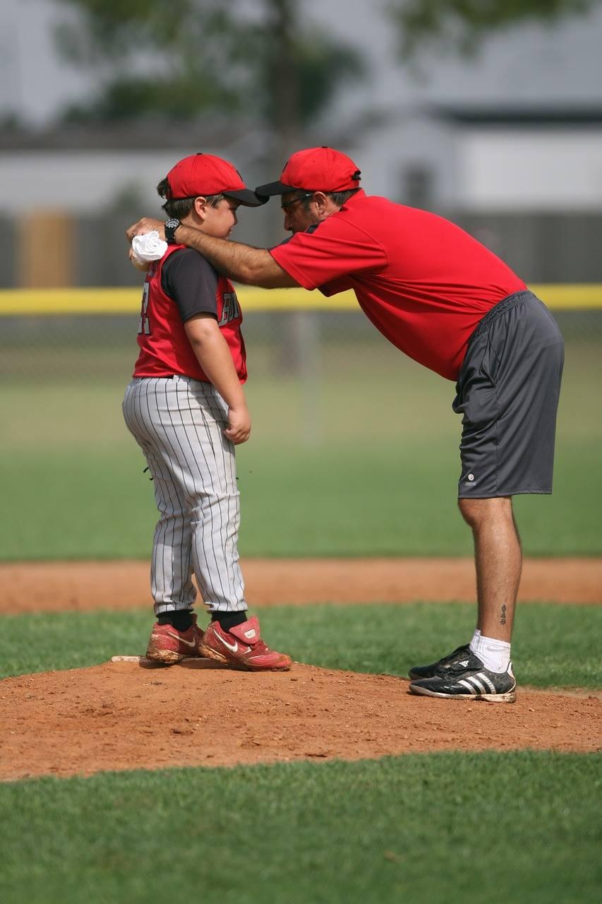 Foto Trainer kommuniziert mit dem Trainer