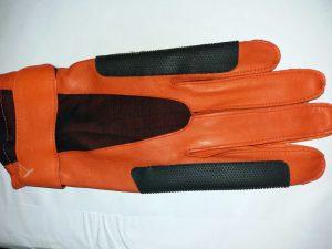 Bild: Oberhand des Torwarthandschuhs mit Noppenbesatz und feinstem Leder aus den 1970ern
