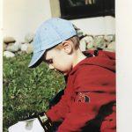 TorspielerTheo im Alter von 5 Jahren: Die ersten Handschuhe sind billige Handschuhe mit Hartplatzbelag. Für ein Kind in dem Alter genügt das.