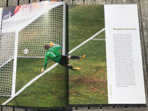 Die Revanche zum Wembley-Tor: Diesmal gewinnt Deutschland auf Grund einer Fehlentscheidung. Foto aus dem Buch Die 100 spektakulärsten Fehlentscheidungen im Fußball