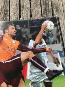 Foto aus dem Buch die 100 spektakulärsten Fehlentscheidungen im Fußball