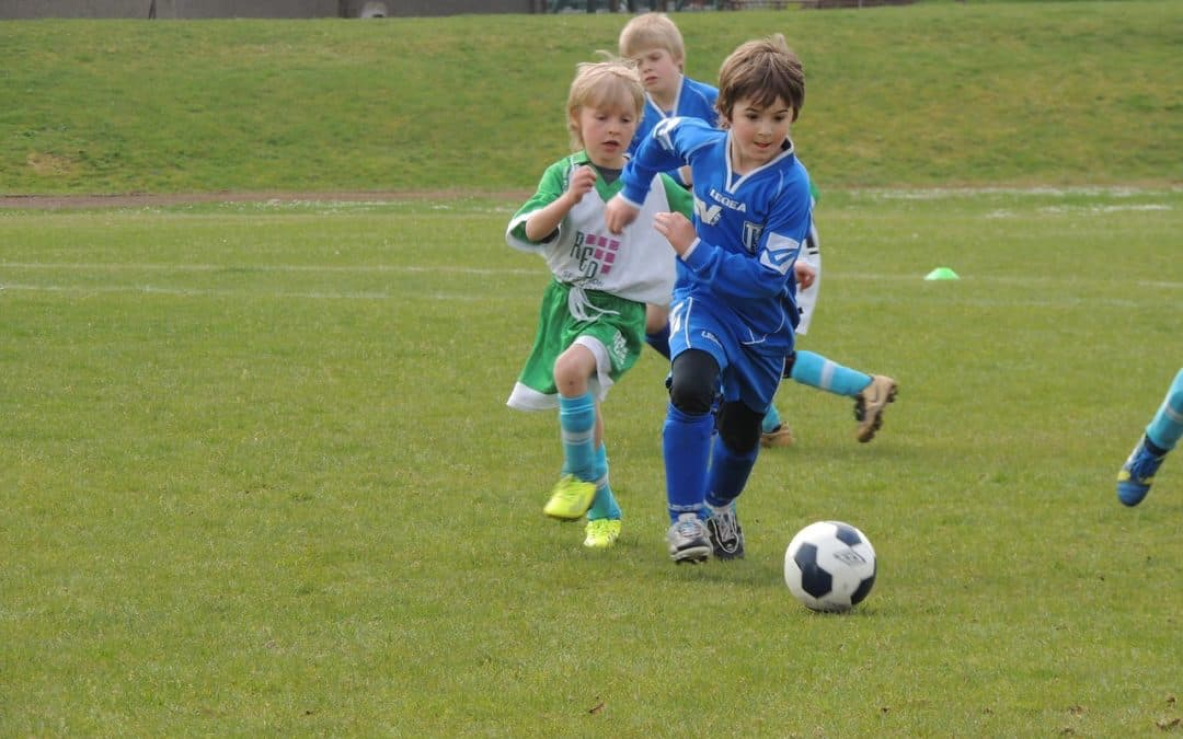 Kinder beim Fußball